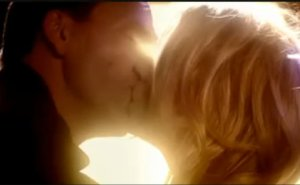 rose_and_the_9th_doctor_kiss_by_HTFMadness